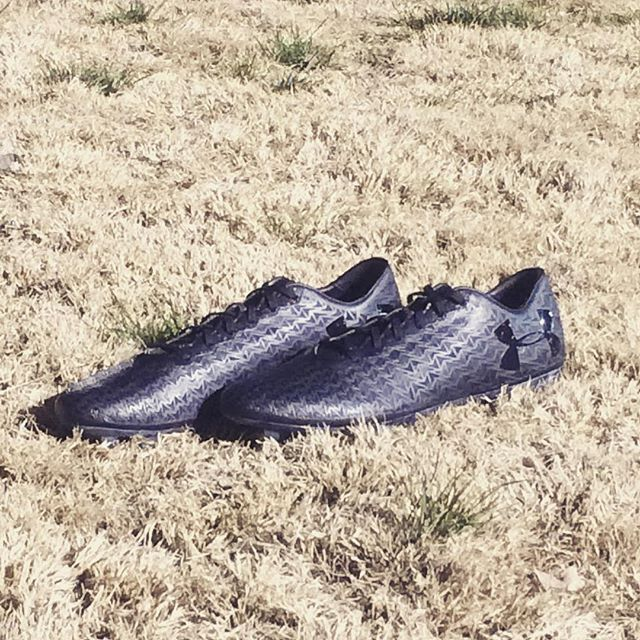 The brand new @underarmourfc Clutchfit Force 3.0 in a stunning ⚫️ colorway. Review coming soon for @soccerprodotcom. #StayTuned #UnderArmour #TeamFK #Cleatstagram #SoccerBible #Football #Futbol #Cleats #Boots #SoccerCleats #FootballBoots #Cleatsandboots #cleatCounty  #Pdsbootroom #Prodirect  #FBRfeatured #Soccerbible #SBspotlight #Unisportlife  #Soccerpro #Soccerdotcom #Worldsoccershop #Soccerreviews